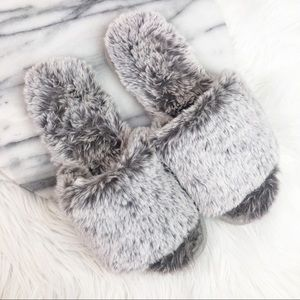 Shoes - Gray Trendy Super Soft Furry Slippers